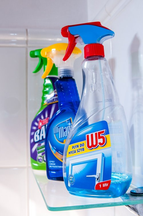 Cleaning supplies indoor air pollution